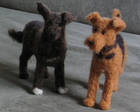 Neulahuovutettuja koiria, tehty yksilöllisesti valokuvien pohjalta